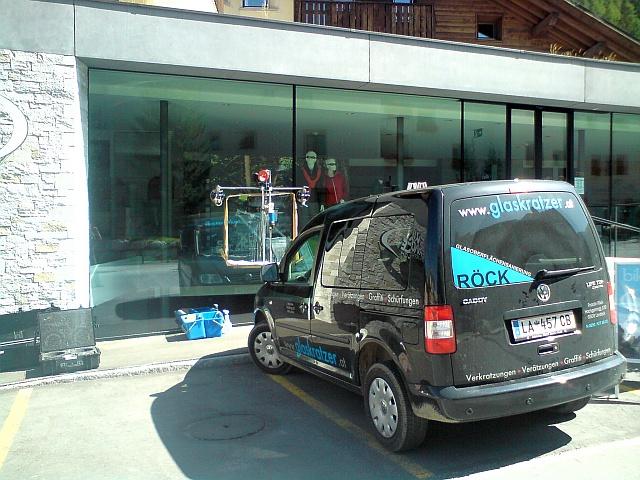 Glasoberflaechensanierung-Roeck-Auto-mit-Logo